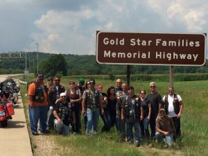 gold-star-families-memorial-hwy-sign-group